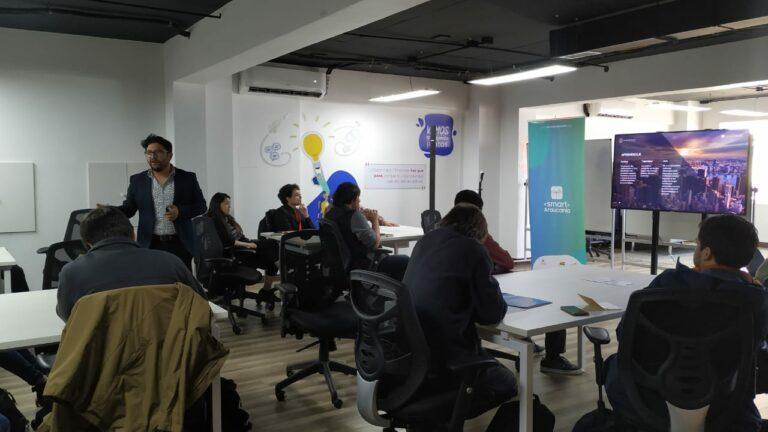 """Emprendedores tecnológicos y estudiantes participaron en Workshop """"Casos de Éxito"""""""